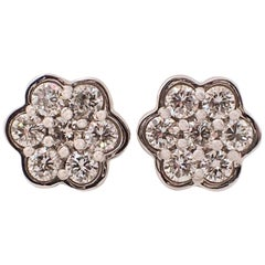 18 Karat White Gold Scalloped Edge Earrings with 0.94 Carat of Diamond, Flower