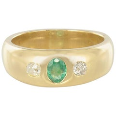 1900s Emerald and Diamonds 18 Karats Yellow Gold Bangle Ring