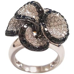 Ladies 18 Karat White Gold Black Diamonds Flower Ring
