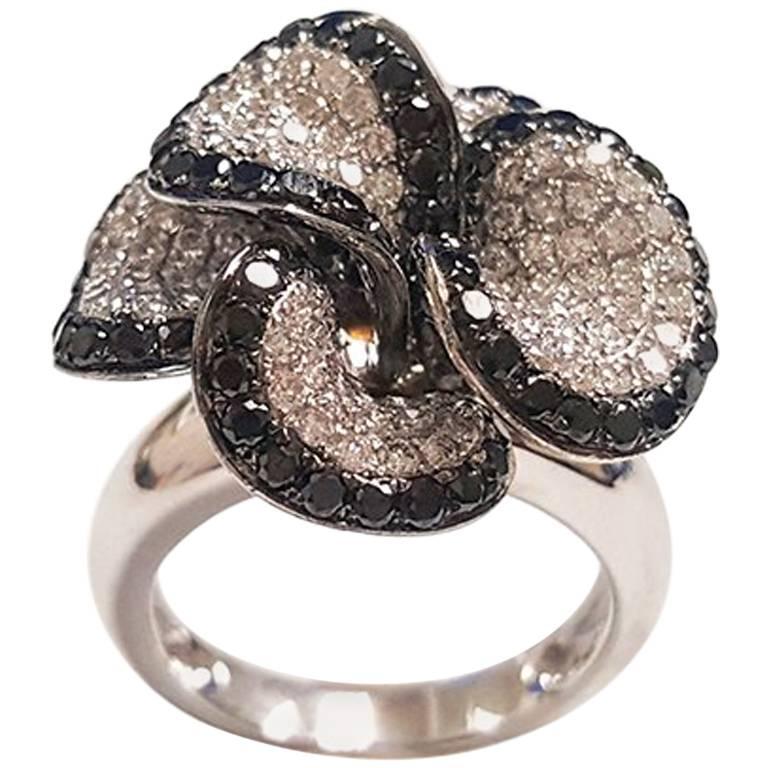 Ladies 18 Karat White Gold Black Diamonds Flower Ring