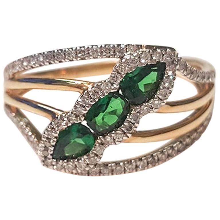 Ladies 14 Karat Yellow Gold Green Garnet and Diamond Ring