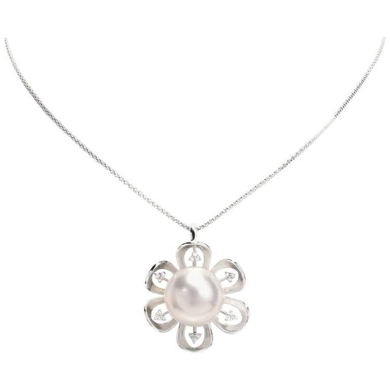 Lustrous South Sea White Pearl 18 Karat Gold Pendant Necklace