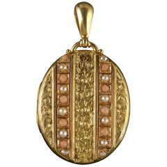 Antique Victorian Locket Pearl Coral 18 Carat Gold Forget Me Not, circa 1870