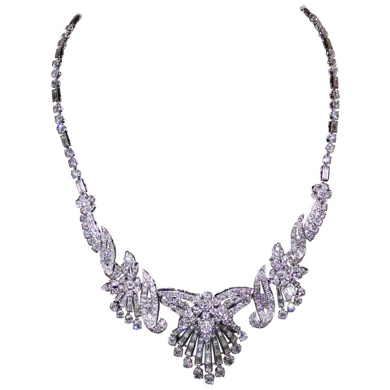 Important Diamond Necklace in Platinum, circa 1930s
