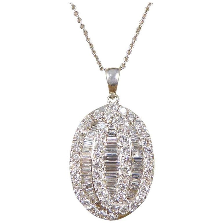 Contemporary Oval 1.50 Carat Diamond Necklace in 18 Carat White Gold with Chain