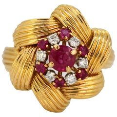 Vintage 18 Karat Gold Ladies Ring with Ruby and Diamonds