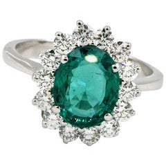 Very Fine 2.75 Carat Certified Emerald and Diamonds Ring 18 Karat Gold