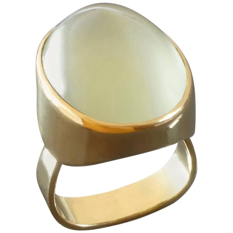 1970s Mid-Century Modernist Green Moonstone Gold Cocktail Ring