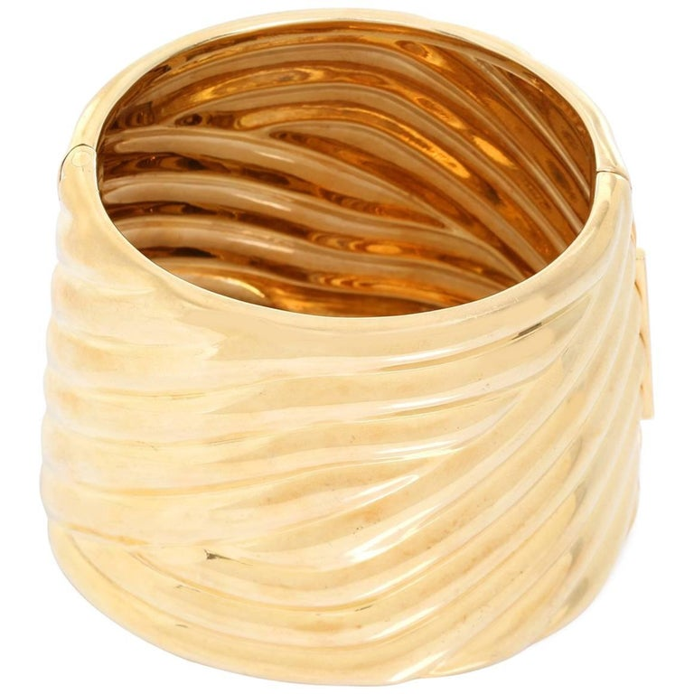 Large 14 Karat Yellow Gold Fluted Hinged Cuff