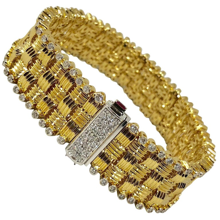 Roberto Coin 18 Karat Yellow Gold and 2.03 Carat Full Cut Round Diamond Bracelet For Sale