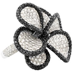 18 Karat White Gold Black and White Diamond Flower Ring