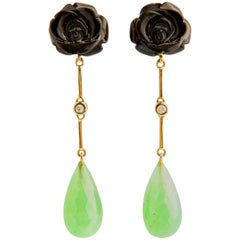 Emerald 24.51 Carat and Rose Shaped Onxy Dangle Earrings in 18 Carat Yellow Gold