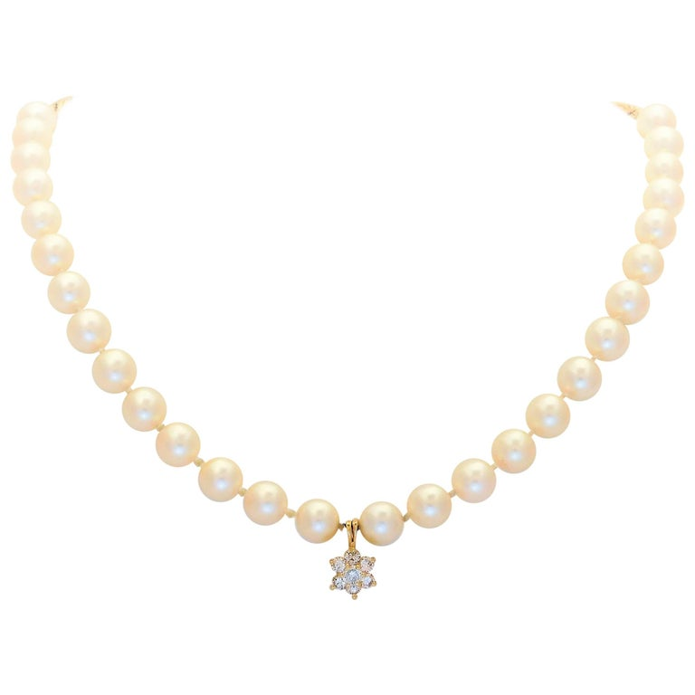 Midcentury White Pearl and 14 Karat Gold Necklace with Diamond Star Pendant