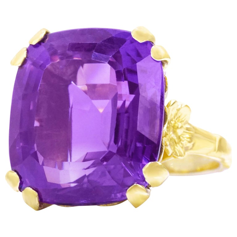 1960s Amethyst Set Gold Ring