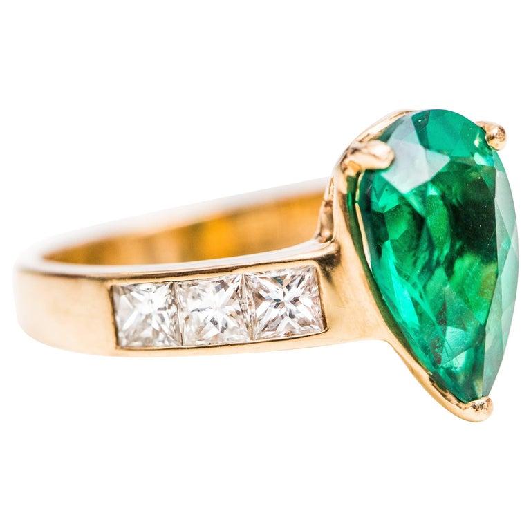 1950s Pear Cut Chatham Emerald and Diamond 14 Karat Yellow Gold Ring