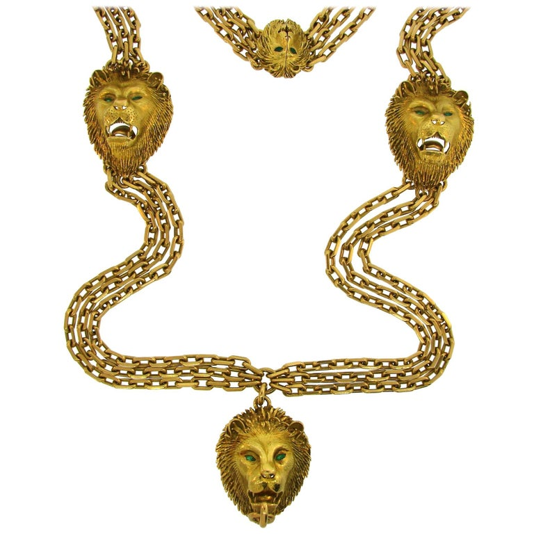 French Emerald Yellow Gold Chain Necklace with Lion Medallions, 1970s