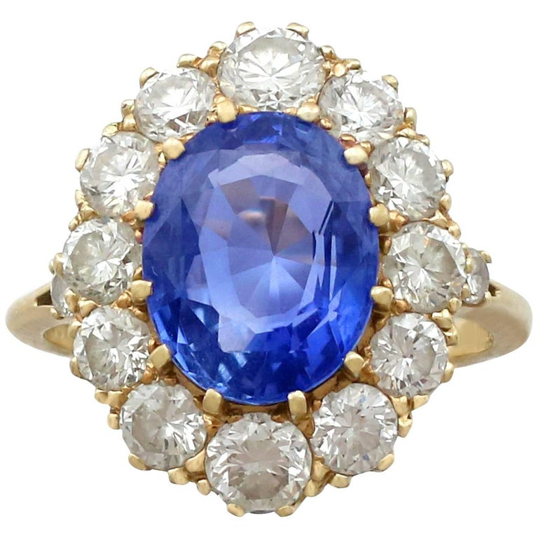 1980s 4.10 Carat Ceylon Sapphire 1.75 Carat Diamond 18 Karat Gold Dress Ring