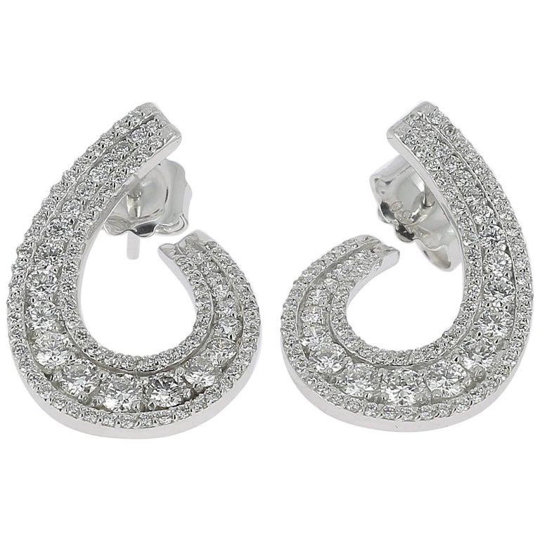 1.97 carats GVS Round Diamonds Swirl Earring 18K White Gold Stud Earrings For Sale