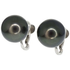 Tasaki 18 Karat White Gold Black Pearl Earring