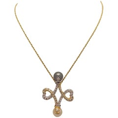 18 Karat Yellow Gold and White Gold Pendant of Black and White Cultured Pearls