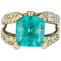 Colombian Emerald, 5.62 Carat, Set with 1.10 Carat Diamonds, Contemporary Ring