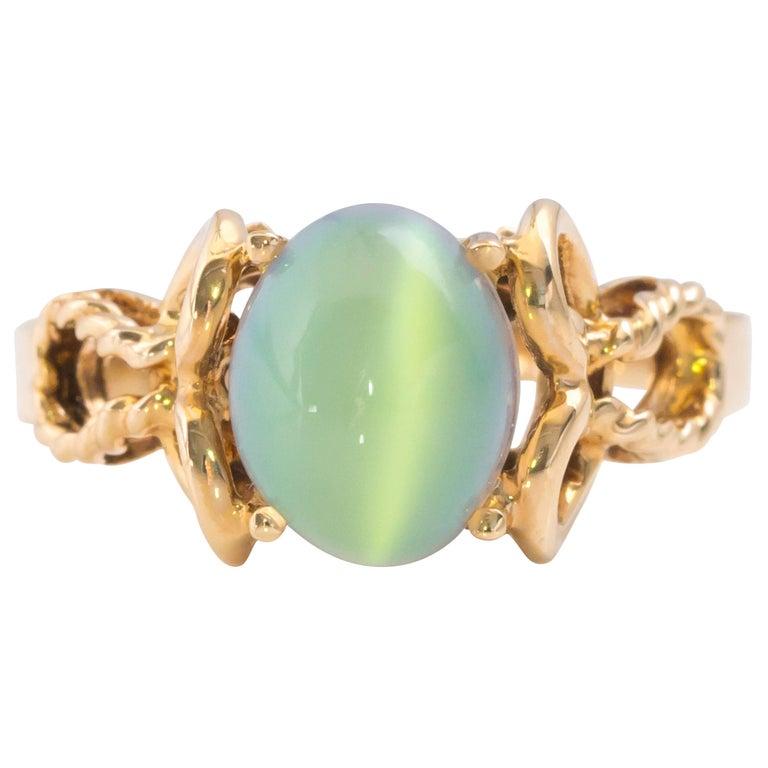 1950s Cat's Eye and 10 Karat Yellow Gold Moonstone Ring