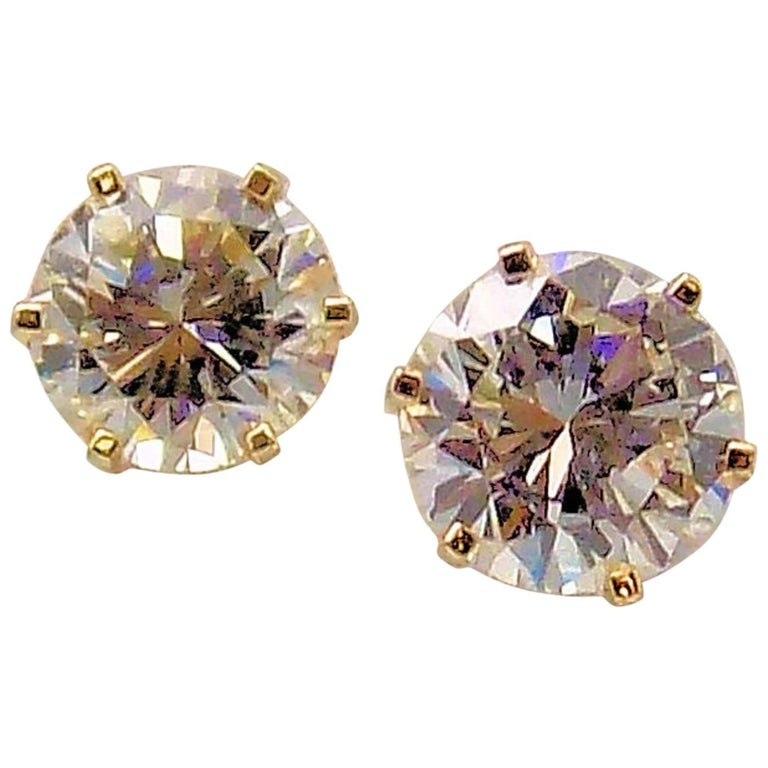 Diamond Stud Earrings in 14 Karat Yellow Gold For Sale
