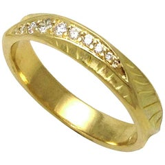 18 Karat Yellow Gold Wave Crest Ring with 0.11 Carat Diamonds