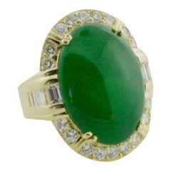 Important Non Treated Jade and Diamond Ring in Yellow Gold