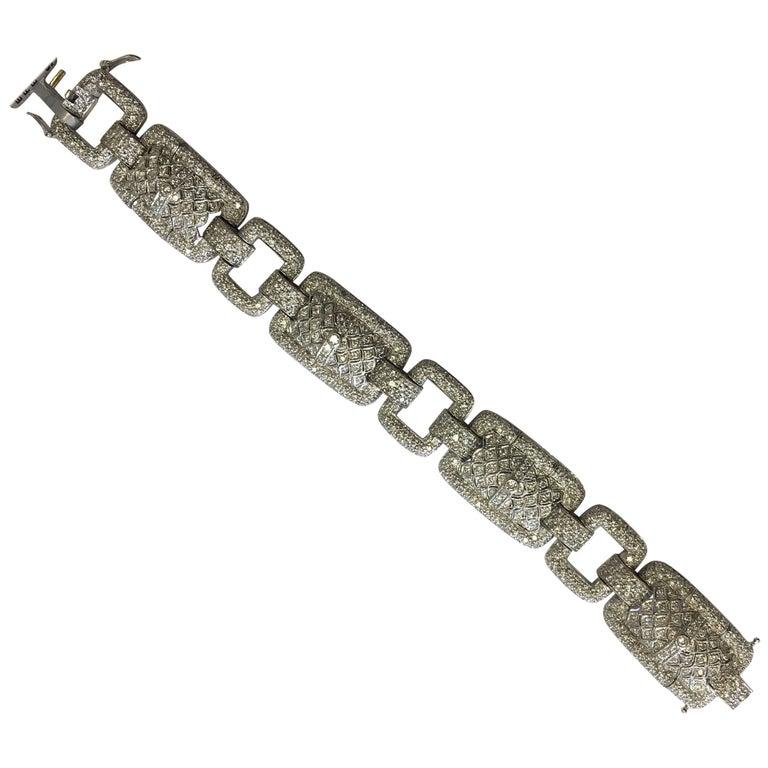 Estate Designed Diamond Bracelet in 18 Karat White Gold For Sale