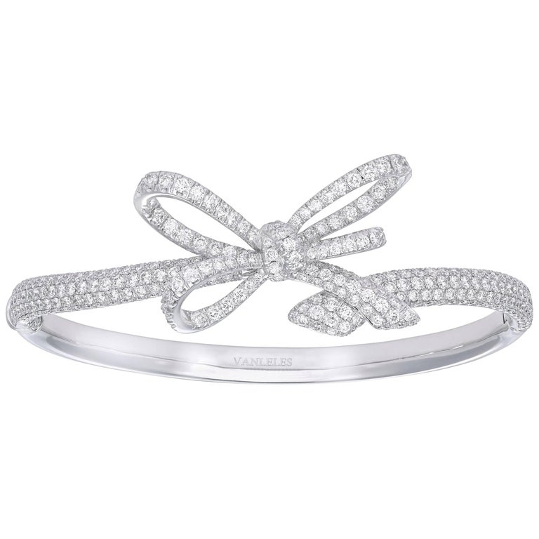 Bracelet crafted in 18K White Gold and White Diamonds For Sale