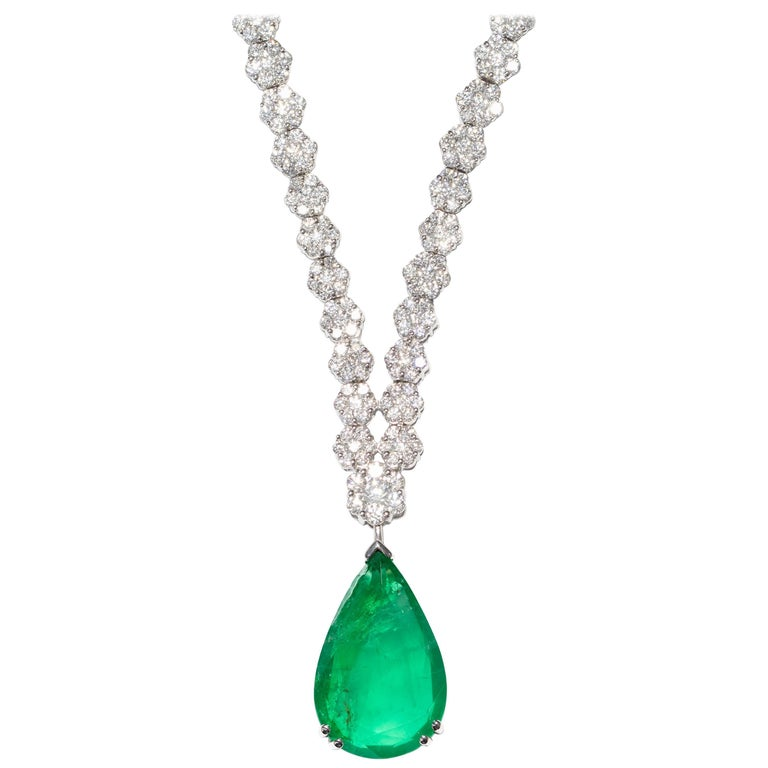 16.57 Carat Round Diamond Green Emerald Set in 18 Karat Gold Cluster Necklace