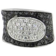 18 Karat White Gold Black and White Diamonds  Garavelli Saddle Ring