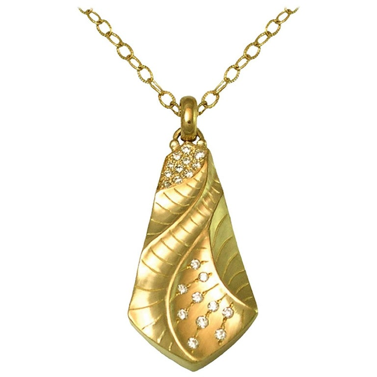Kite Pendant in 18 Karat Gold with Diamonds