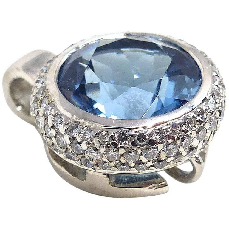 Fine Aquamarine and Diamonds 18 Karat White Gold Pendant