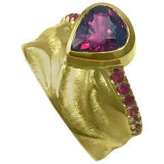 18 Karat Yellow Gold Bridal Ring with 1.2 Carat Rhodolite Garnet Pink Sapphires
