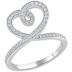 Round Brilliant Cut Diamond Heart Ring in 18 Karat White Gold