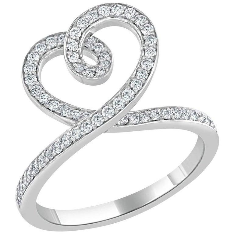 Round Brilliant Cut Diamond Heart Ring in 18 Karat White Gold