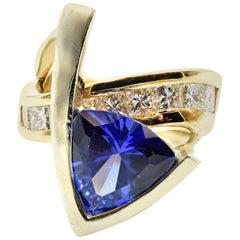 3.50 Carat Trillion Cut Tanzanite Fashion Ring with Princess Cut Diamonds