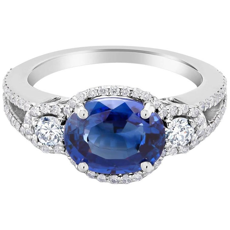 18k White Gold Sapphire Weighing 2.80 Carat Diamond Cluster Cocktail Ring
