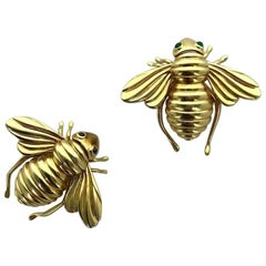 Pair of Bees Yellow Gold Sapphire and Emerald Clip Brooch