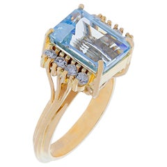 Aquamarine and Diamond Ring r