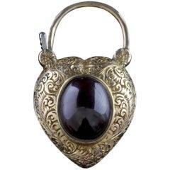 Antique Victorian Heart Pendant Locket Garnet 18 Carat Gold, circa 1900