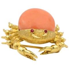 Vintage Coral Crab 18 Karat Gold Brooch, circa 1960