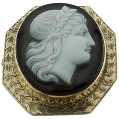 Stone Cameo Brooch or Pendant in Yellow Gold, circa 1915