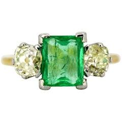 Art Deco 18 Karat Gold Three-Stone Ladies Ring with Emerald and Diamonds