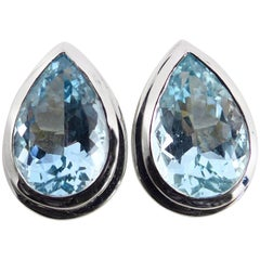 Fine Aquamarine 18 Karat White Gold Pair of Earrings