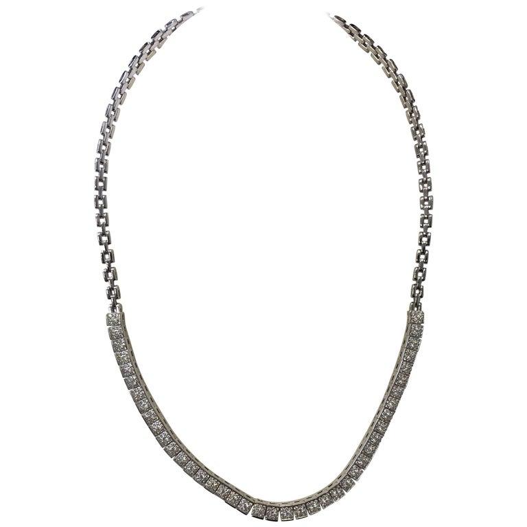 Round Diamond Necklace in 14 Karat White Gold