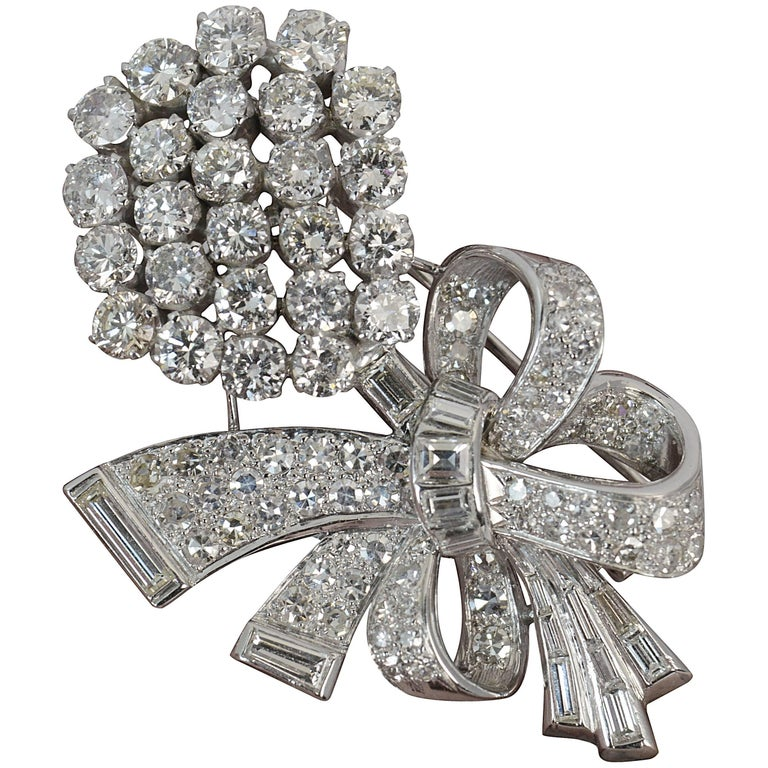 Stunning 10 Carat Diamond and 18 Carat White Gold Vintage Floral Spray Brooch For Sale