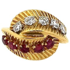 Vintage Van Cleef & Arpels 18 Karat Gold Ruby Diamond Bypass Ring